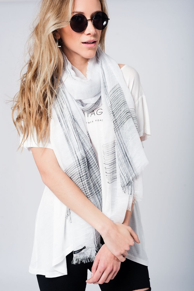Lightweight lurex scarf in white