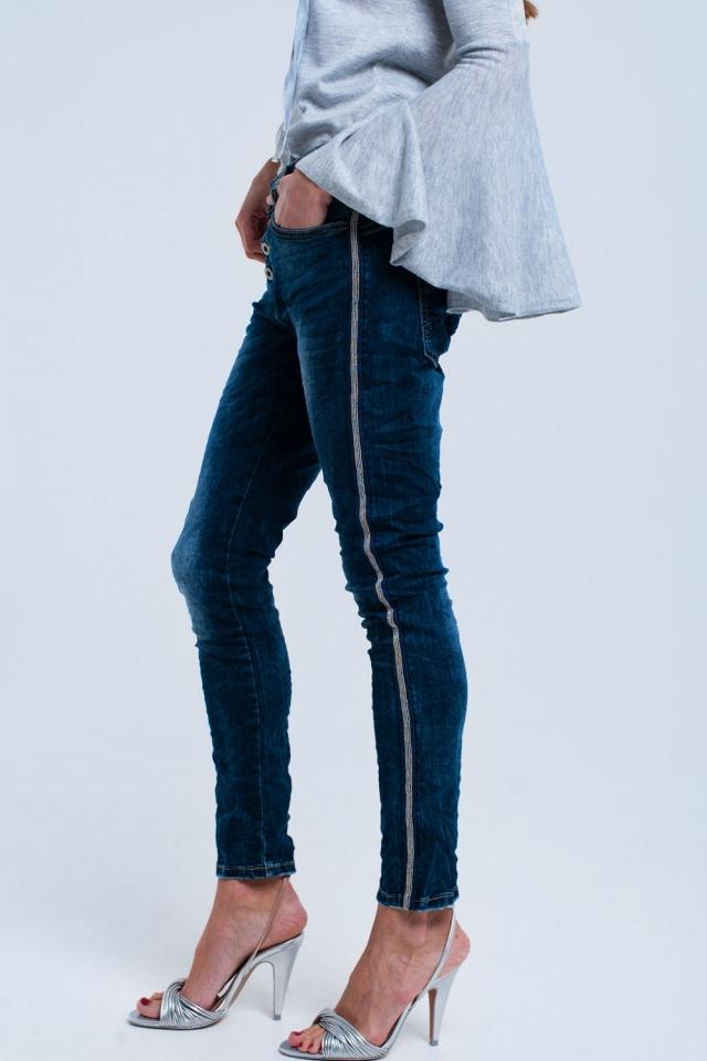 Boyfriend jeans with pearls details