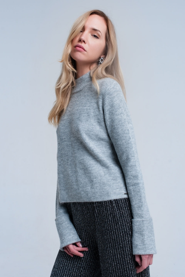 Gray short sweater