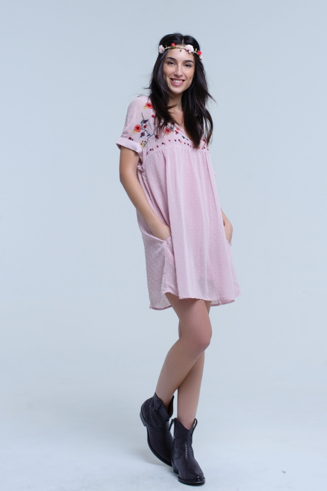 Pink short dress with embroidered design