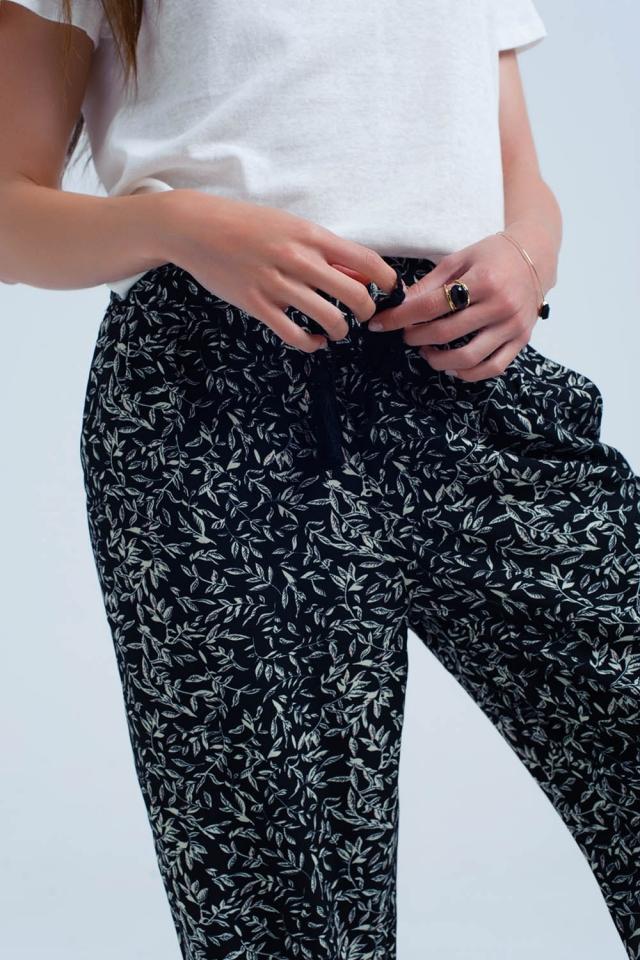 Black pants with printed sheets and pockets