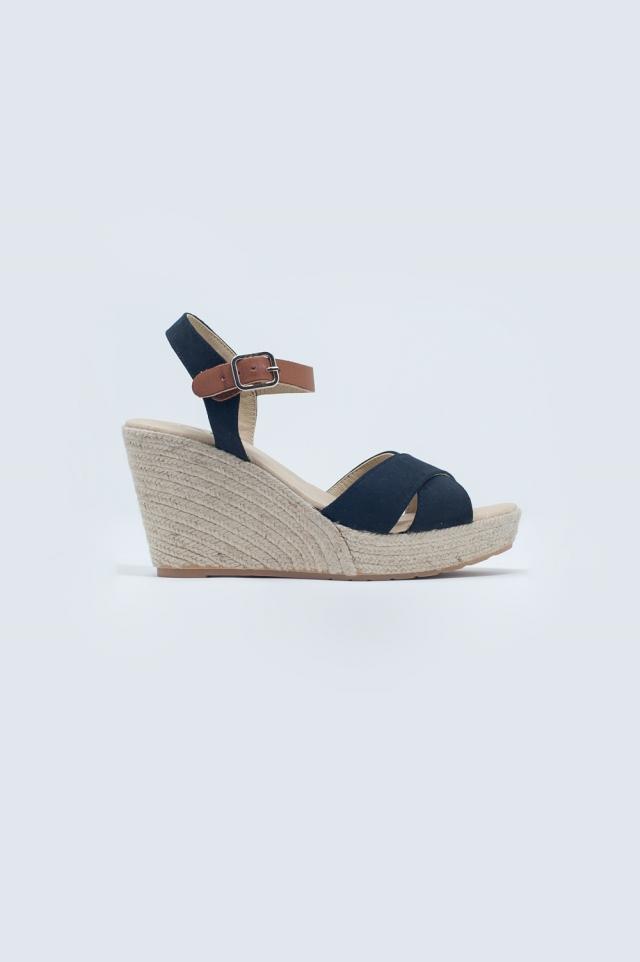 Cross strap sandals in black
