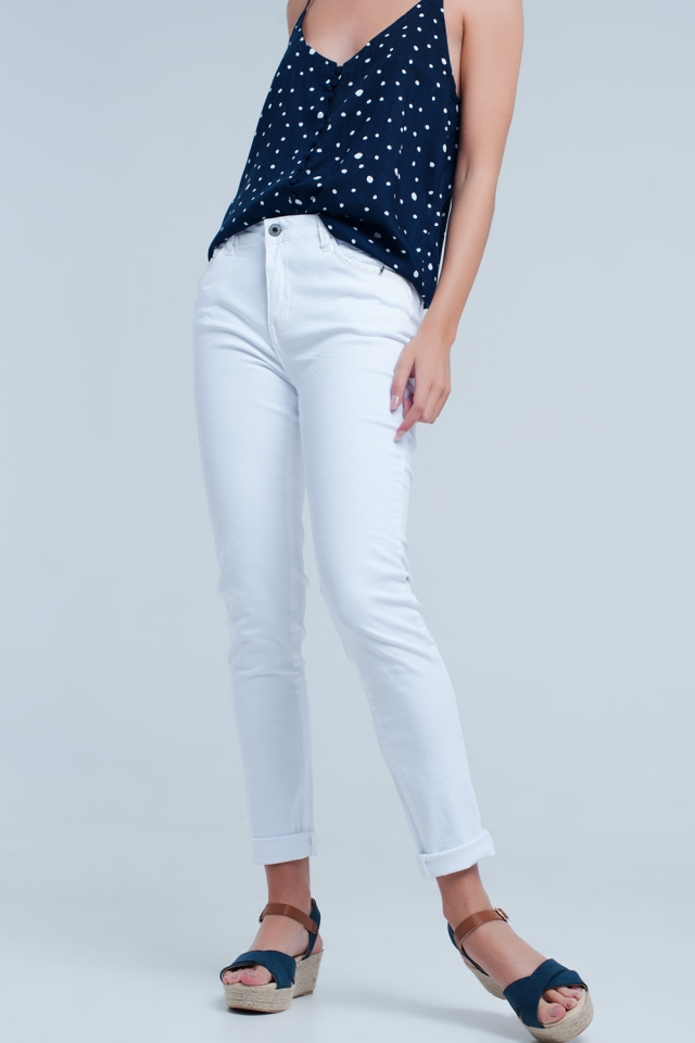 White jeans with detail in the pocket