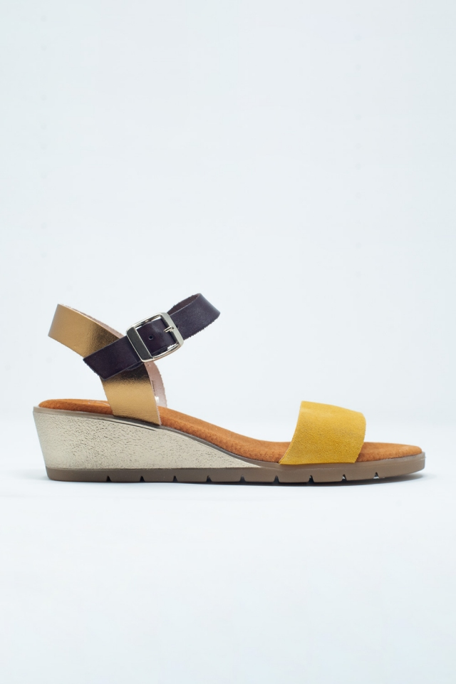 Sandals with ankle strap and a low heel