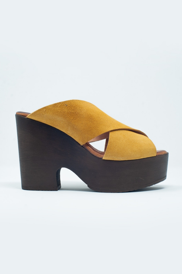 High heels with ocher crossed straps