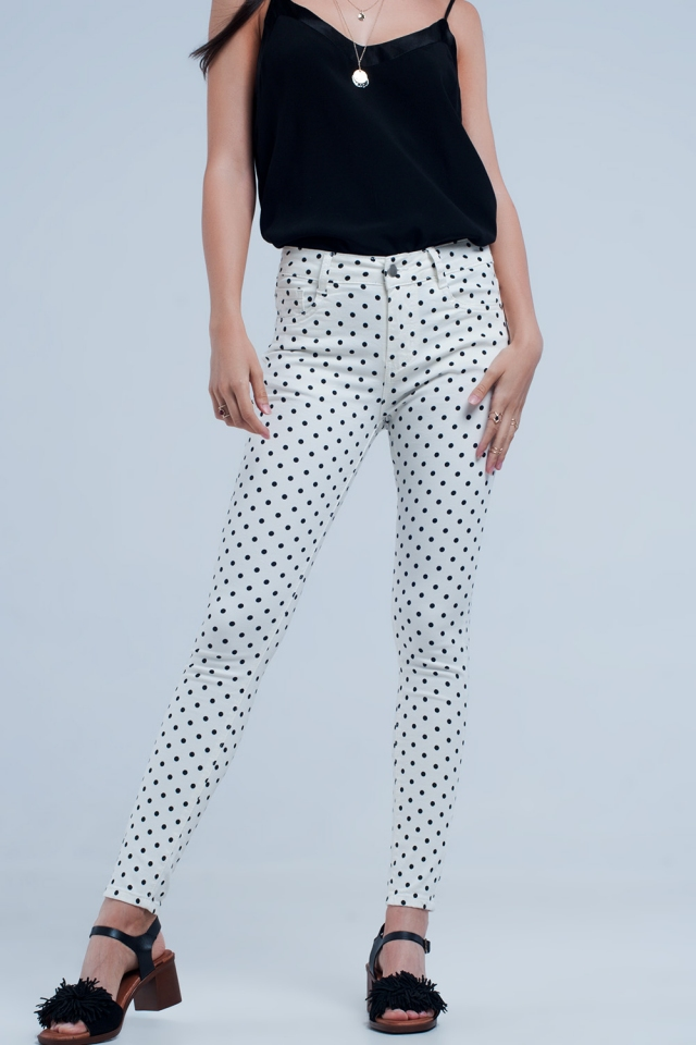 White jeans in polka dots