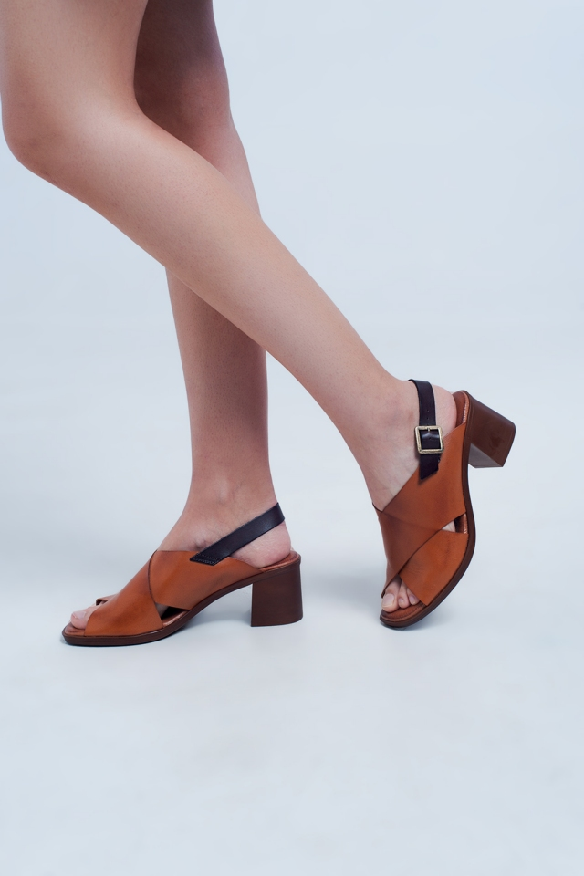 Heeled sandals with cross strap in camel