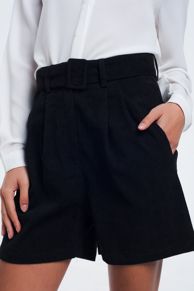 Black ribbed shorts with belt