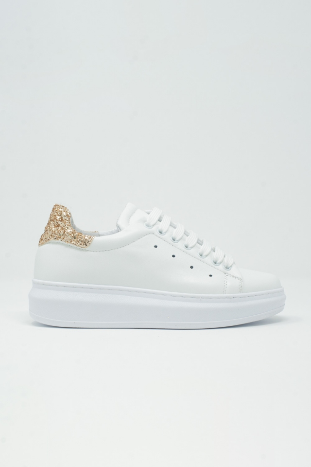 Chunky sneakers in white and gold glitter