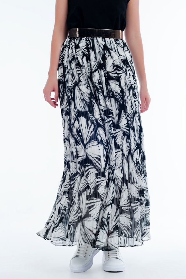 Abstract  print maxi skirts in white and black