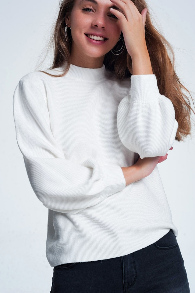 Cream colored sweatshirt with long sleeves