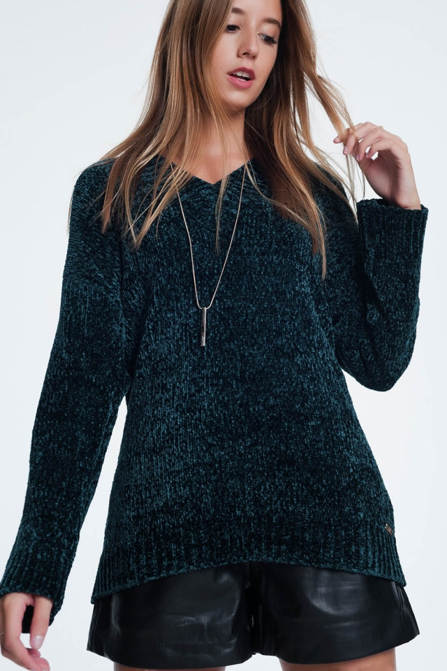 Long sweater with long sleeves and v-neck in green