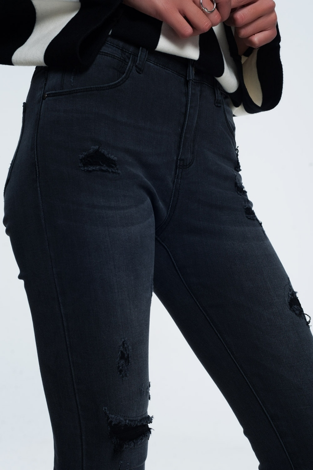 Distressed skinny jeans in black