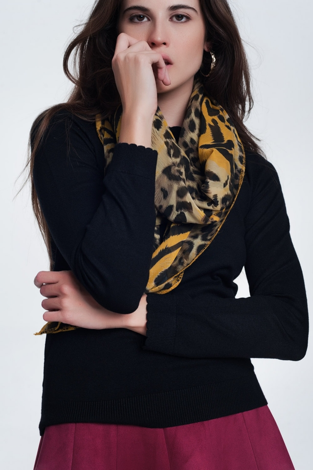 Mostard-colored scarf with tiger print