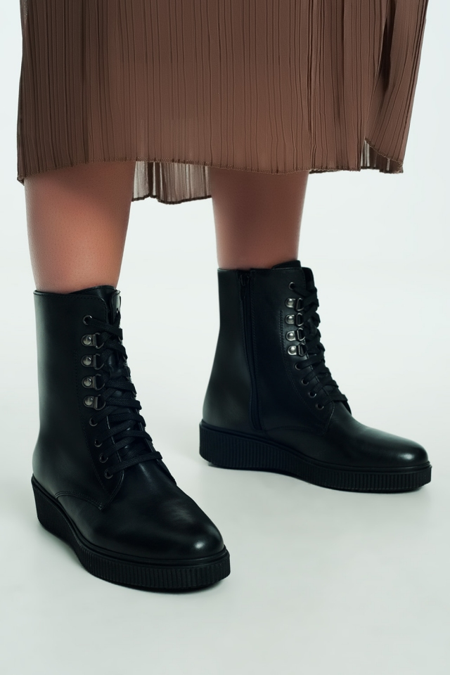 lace up boot in black