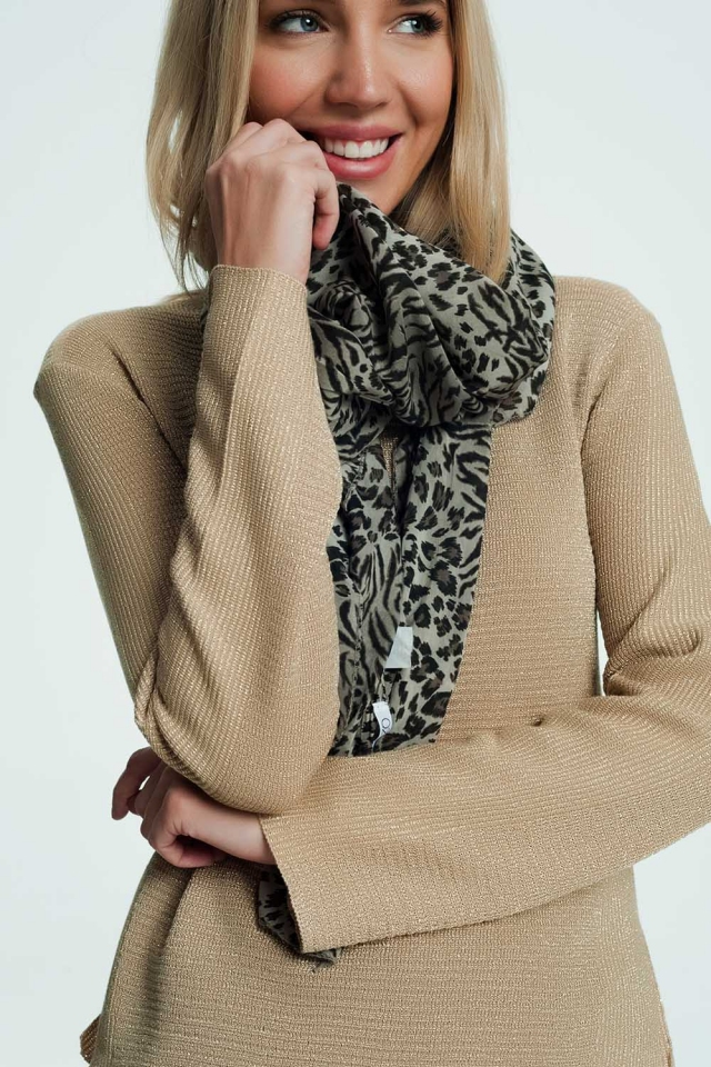 Beige scarf with leopard print