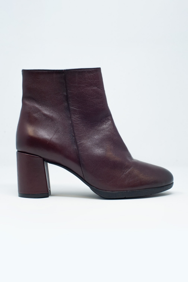 Blocked mid heeled ankle boots with round toe in maroon