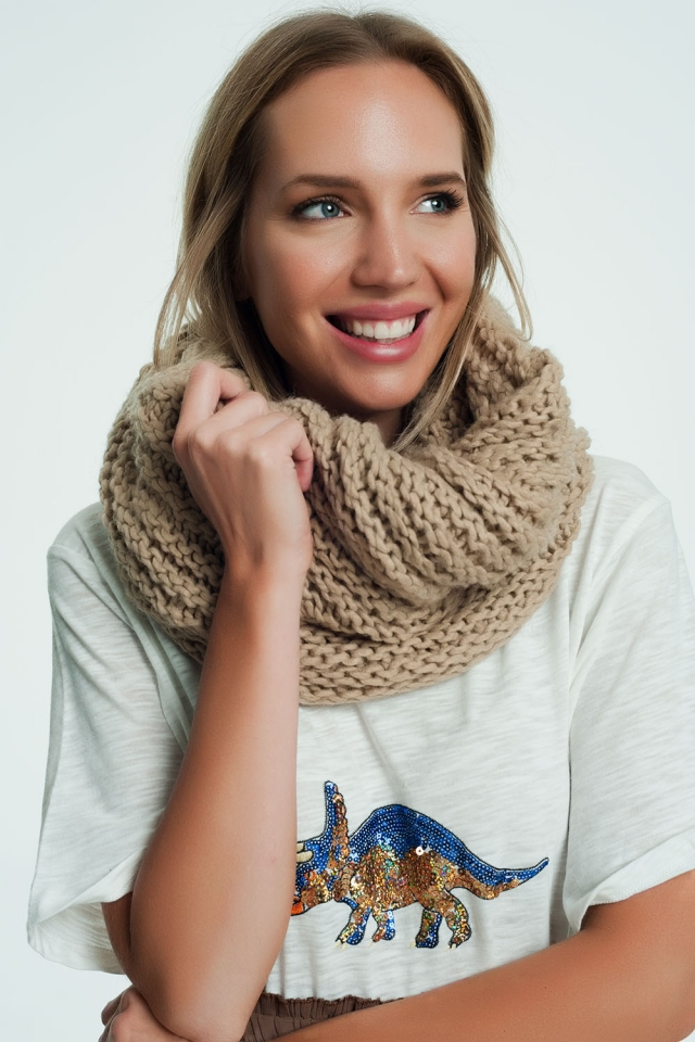 Thick woven scarf in beige