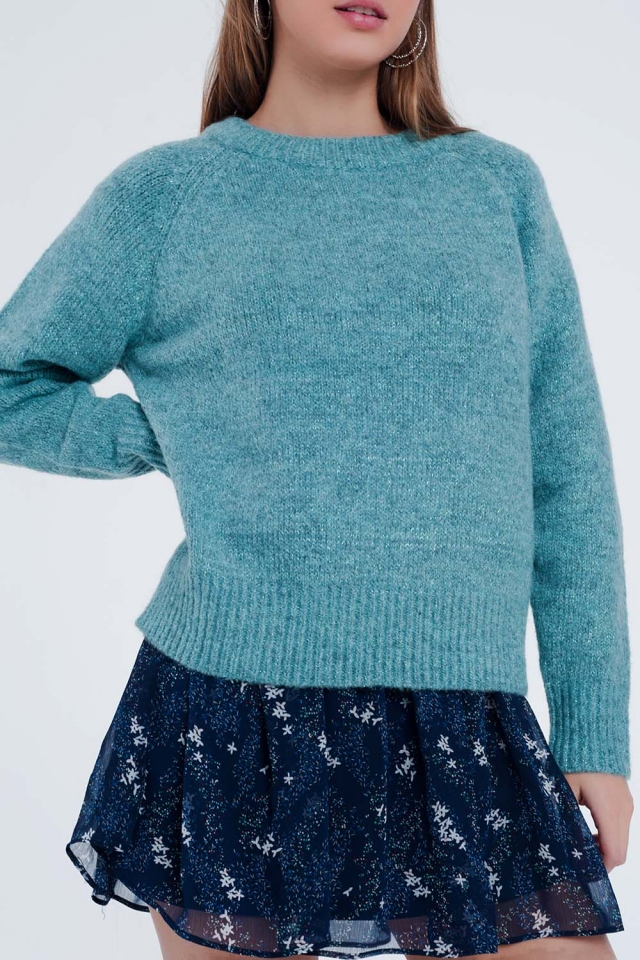Green classic sweater with long sleeves
