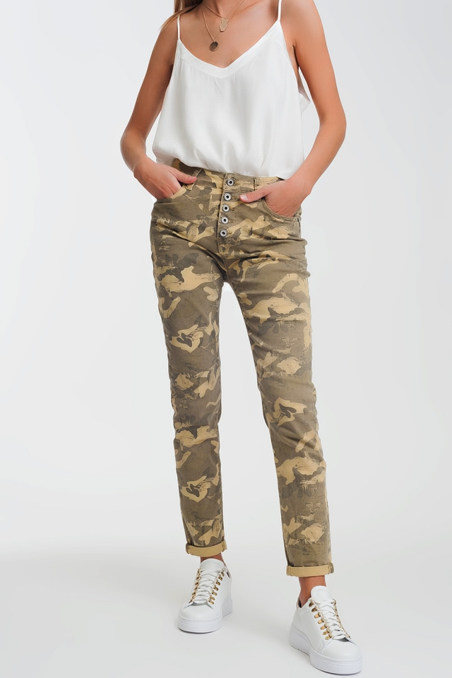 Boyfriend Pants with camo print