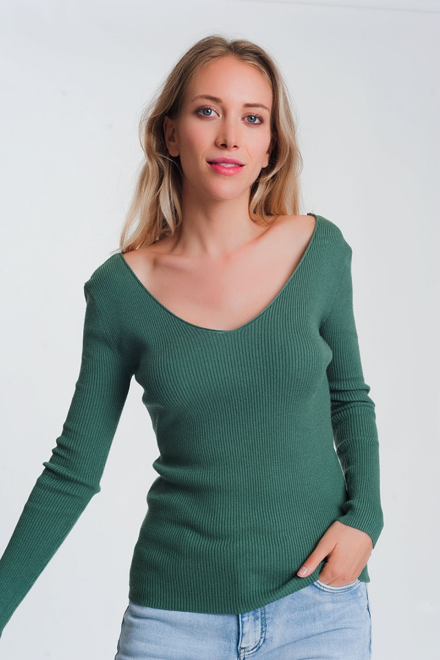 Knitted jumper in green with v back