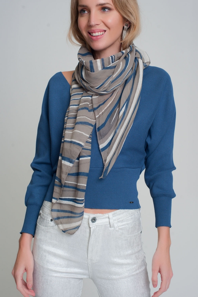 Lightweight gray scarf with geo print