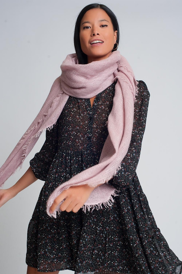 Lightweight knitted scarf in pink