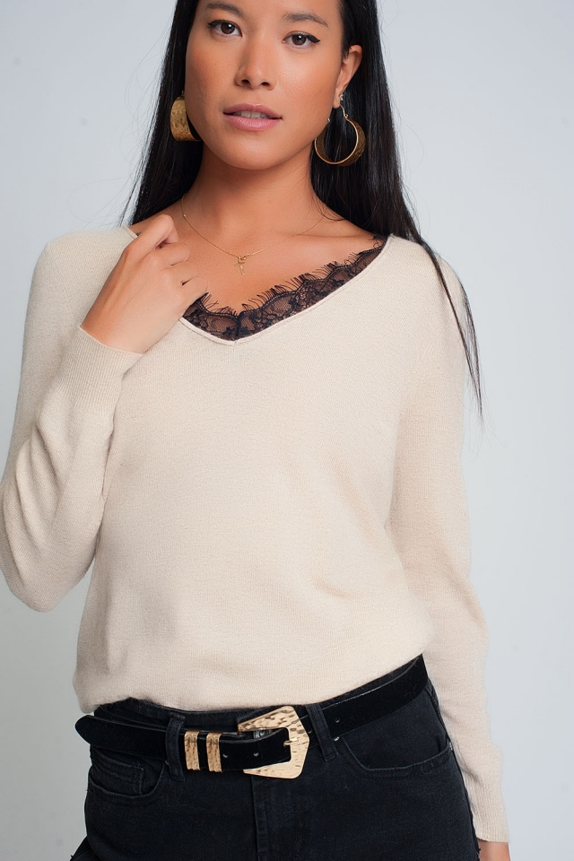 Soft sweater with lace detail and V-neck in beige color