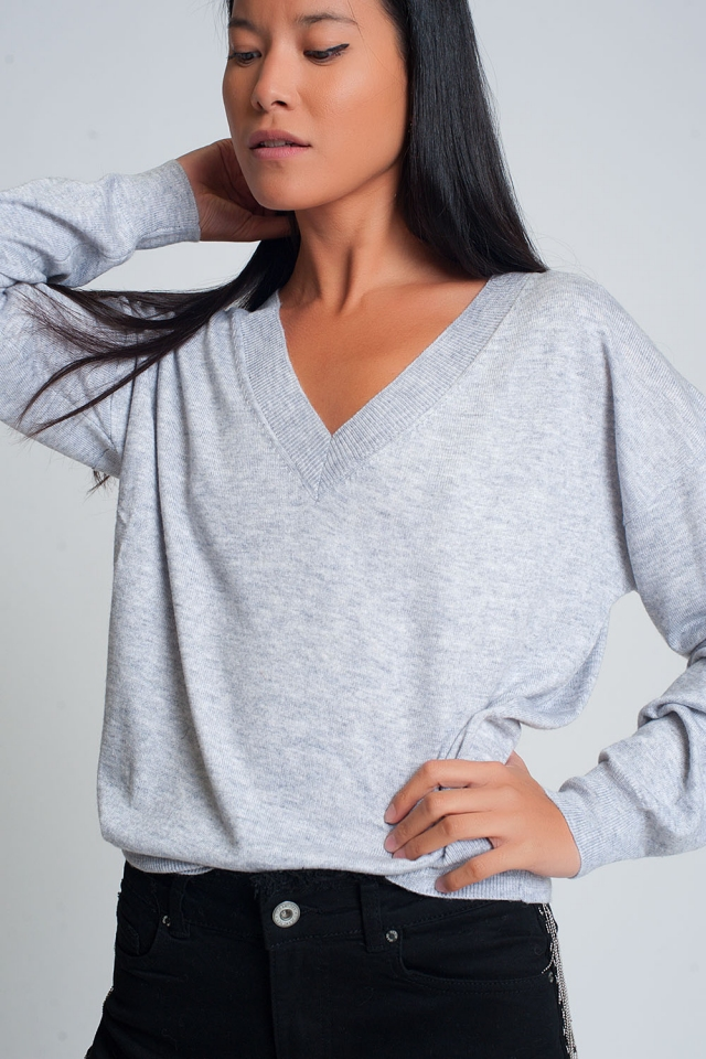 Fine knit gray sweater with v neck