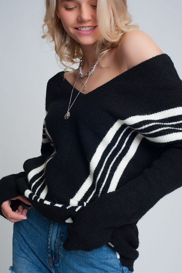 V neck sweater with contrast stripe in black