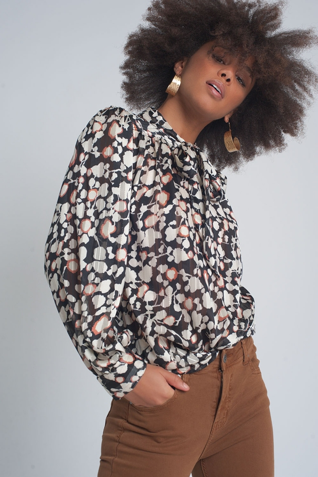 Long sleeve top with pussybow in floral print in black