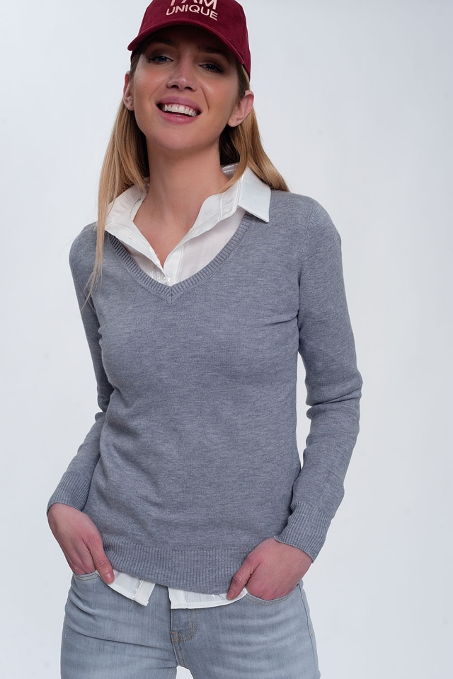 Soft basic sweater with v-neck in grey