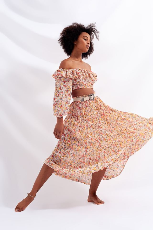 Pleated long skirt with coral color flower print