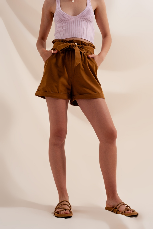 Shorts with belted waist in camel