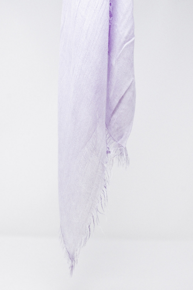 Lightweight scarf in lilac
