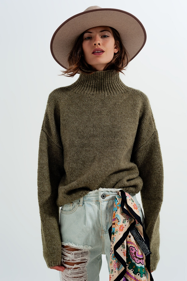 Relaxed knitted cast neck jumper in green